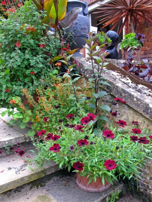 Hidcote Gardens: steps to red border