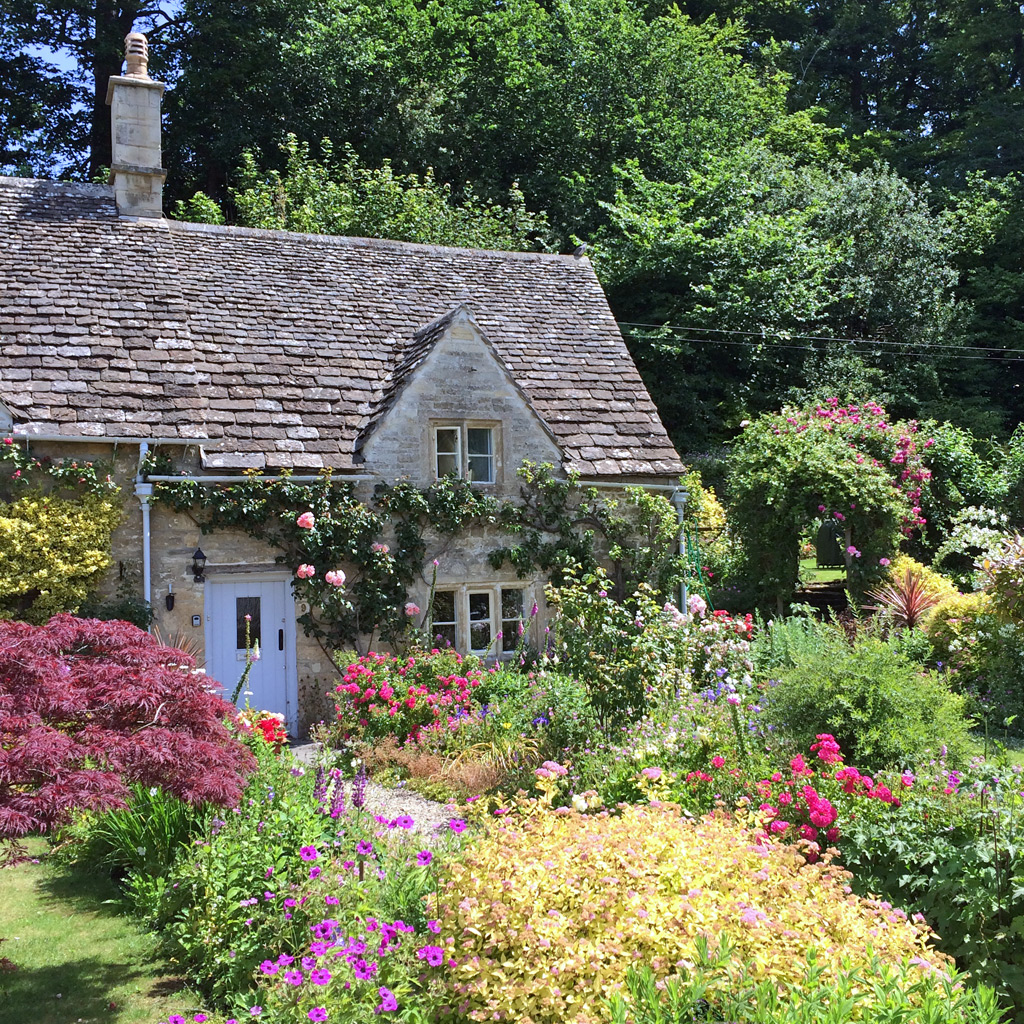 Traditional homes and cottage garden plants susan rushton for Classic cottage plans