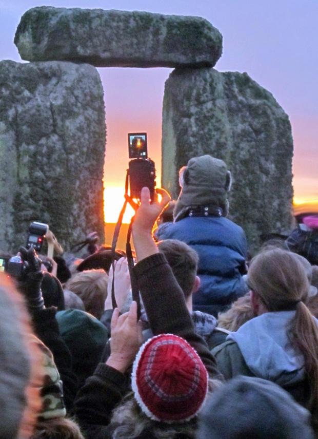 Sun rises at Stonehenge