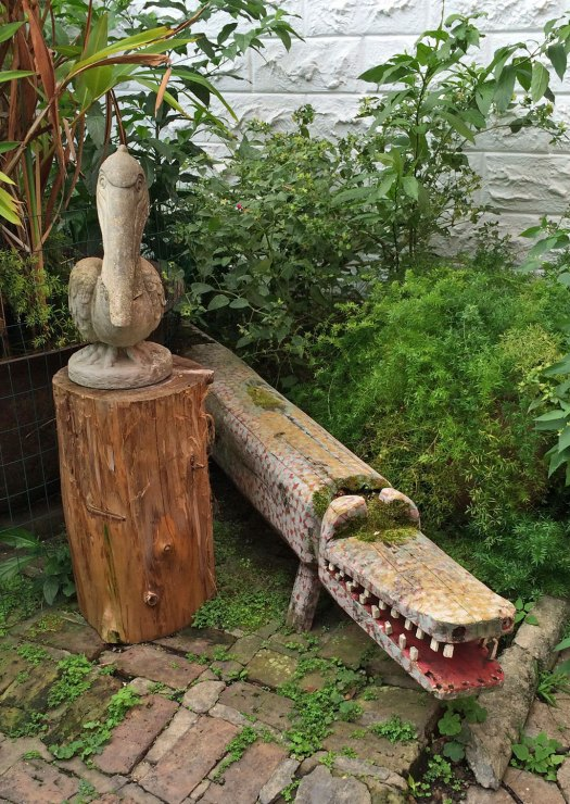 Garden art: pelican with alligator