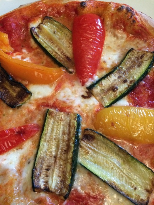 Pizza with grilled peppers and courgettes