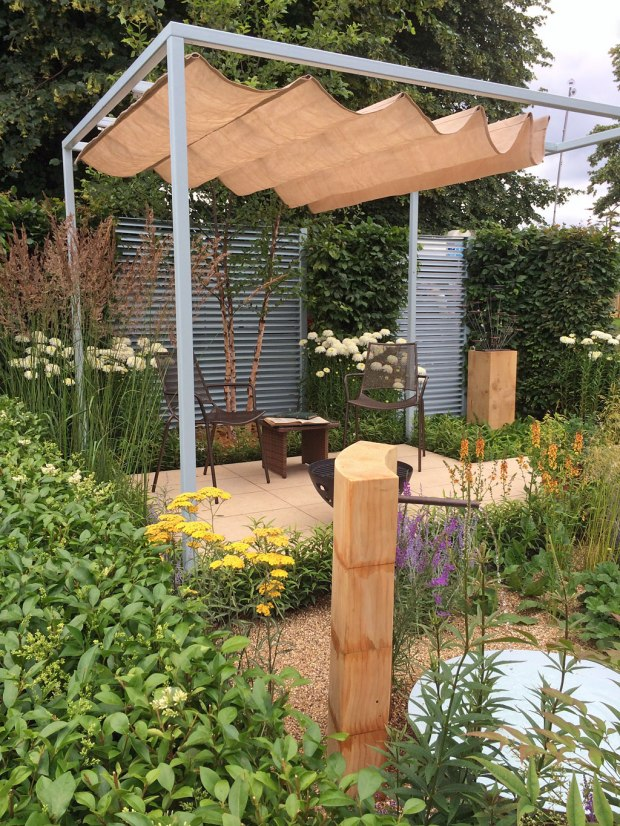 Final5 Retreat Garden: Steel pergola with canvas awning