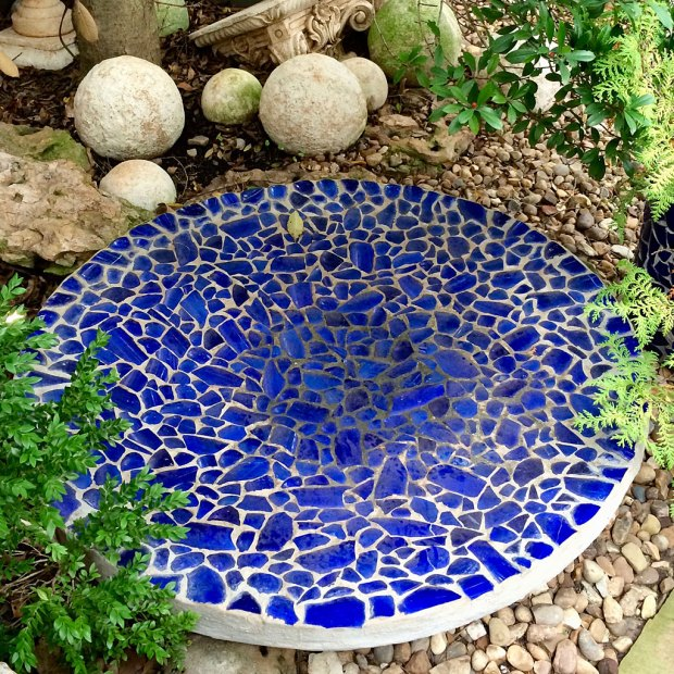 Round water bowl with blue mosaic design