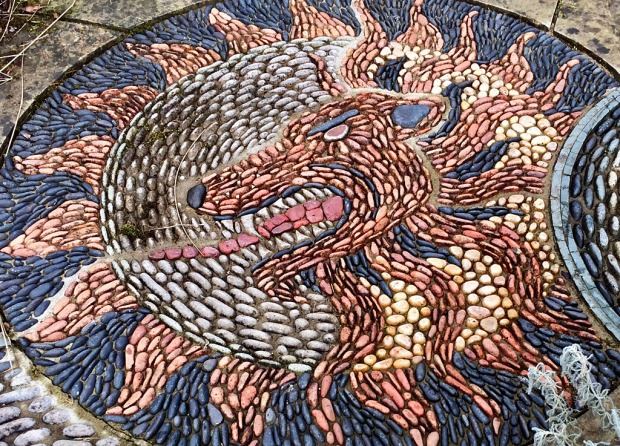 Pebble paving design: lion and sun motif