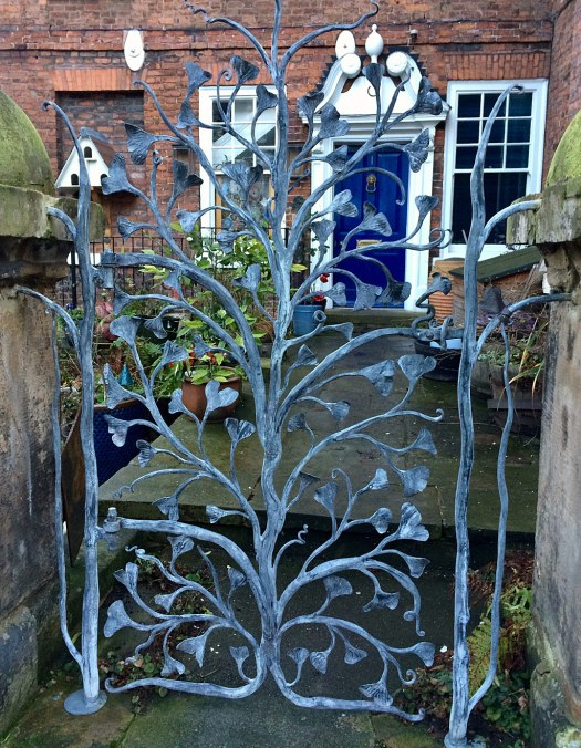 House gate with ginkgo shaped leaf pattern