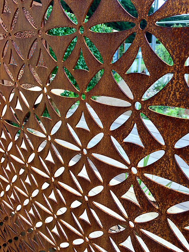 Screen with abstract flower pattern