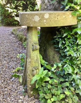 Semicircular stone seat in the Arts and Crafts style