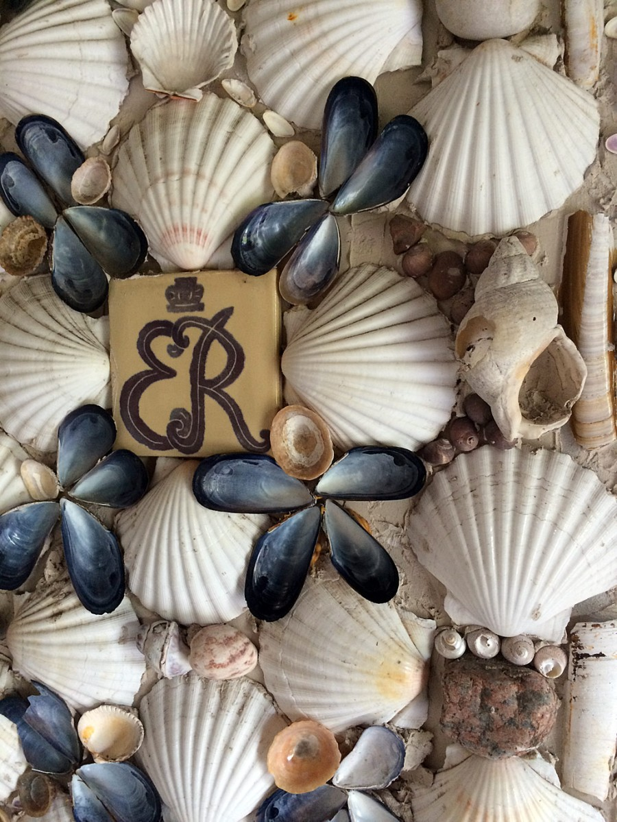 Queen Mother insignia with shells
