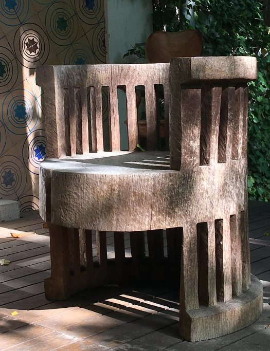 Circular wooden chair with rail design