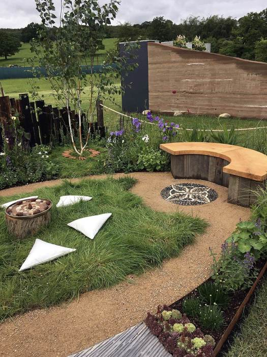 Oval path allows a contemplative walk around the garden