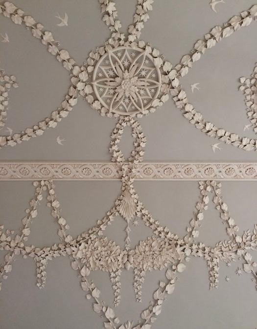 Trailing leaf design in plasterwork