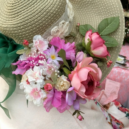 Tea hat with artificial flowers and bow